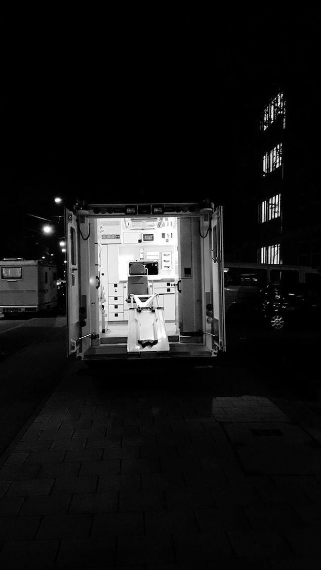 Bad dream. Streetphotography Urban Photography München Nikonphotography Photography Life City Street Workers At Work Lovecity  Streetphoto_bw Monochrome