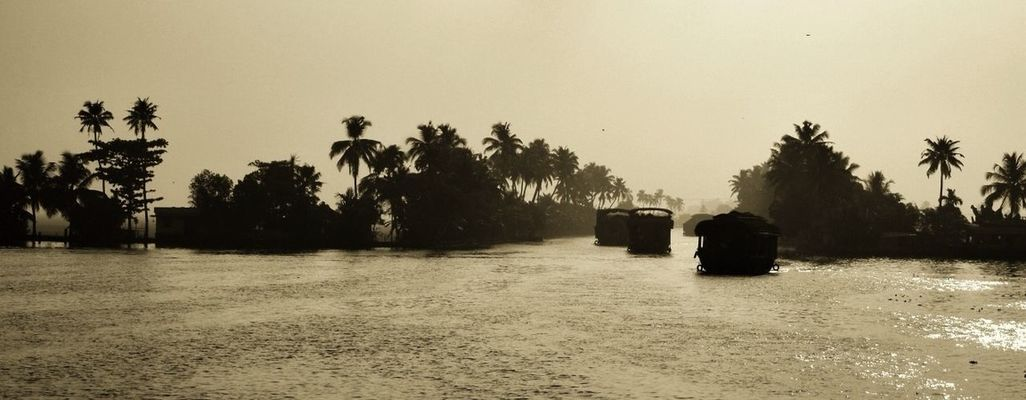 kerala in Alleppey by Henrique Santos
