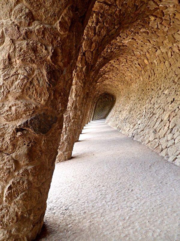 Barcellona Barcelona SPAIN Spagna Parc Guell Gaudi Sentiero Colonne Pilastri Architecture Architettura