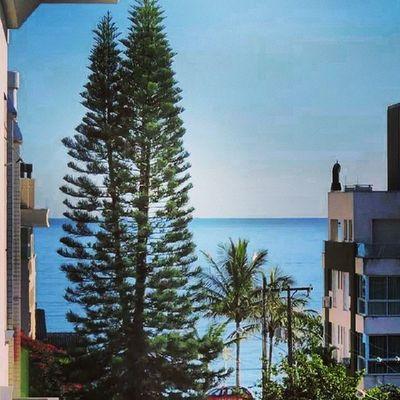 Não à coisa melhor que acordar de manhã e olha pela janela e ver essa linda paisagem com a maravilhosa linha azul do mar!!!