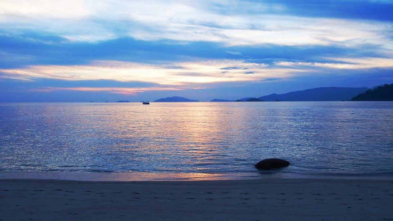 Sunset Reflection Sea Outdoors Dramatic Sky Landscape Beauty In Nature Cloud - Sky Water No People Scenics Nature Sky Day Thailand Pastel