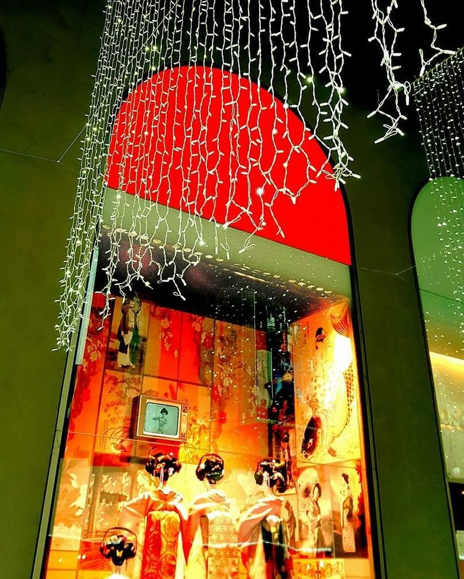 Milano Rinascente Lombardia Lombardia_super_pics Vetrine Red Wet Indoors  Illuminated No People Christmas Decoration Architecture Close-up Day