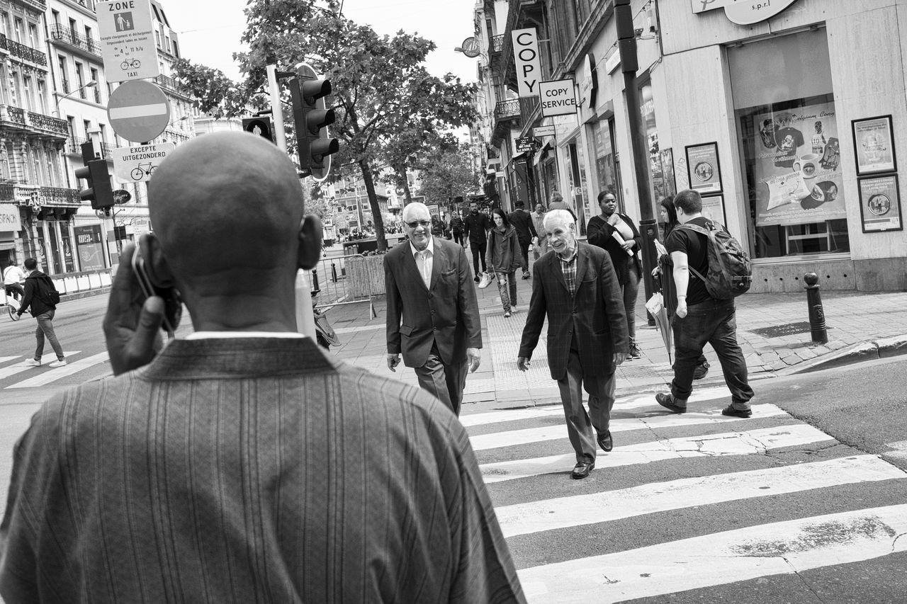 Mobile Conversations Monochrome Streetphotography