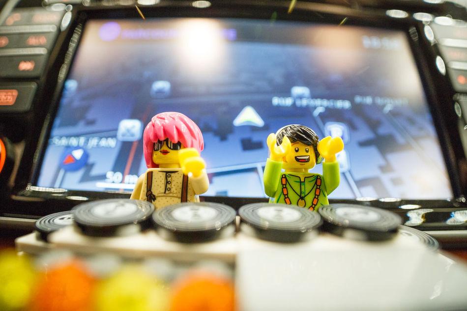 Ma derniere collaboration avec Bose et Nissan Micra, article sur Fubiz fubiz.net/2017/02/28/lego-figurines-having-fun-in-a-car LEGO Bose Speaker Speaker Dj Decks Nissan Micra Micra Nissan Lego Minifigures Laowa15mm Discret Music Musique Autoradio