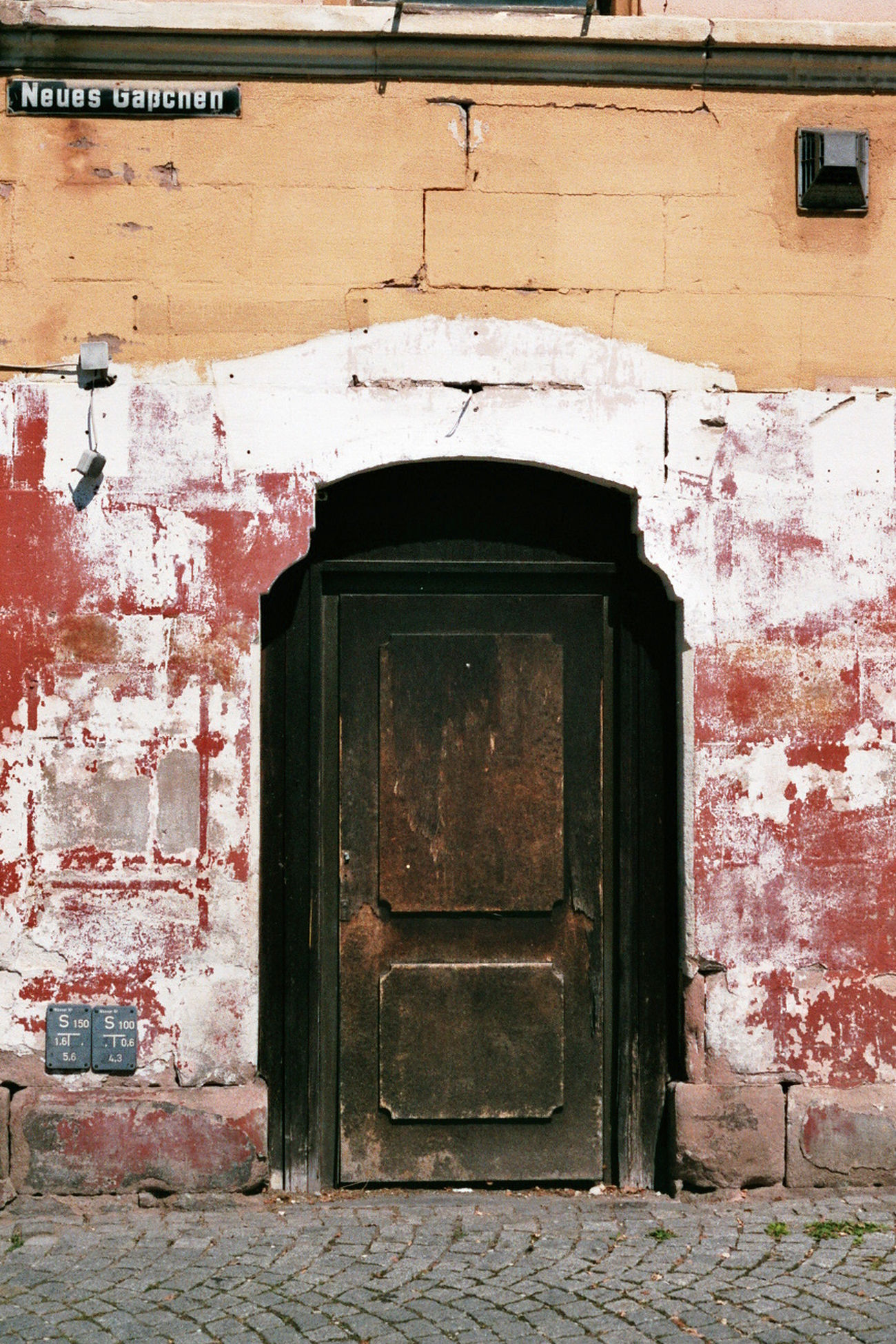 Another test shot. Canon AE1 Door Built Structure Architecture Closed Wall - Building Feature House Weathered Outdoors Red No People Canonae1 Check This Out Taking Photos Hanging Out Creativity Analogphotography 35mm Film Analog Camera Analog Daylight Urban Urban Exploration