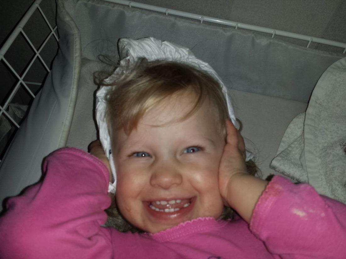 Här använder vi blöja på huvudet!! Vilket charmtroll♡♡♡. Jag lovar blöjan är ren ;-). Skulle byta på henne då var hon snabb och tog blöjan och satte den på huvudet!! First Eyeem Photo