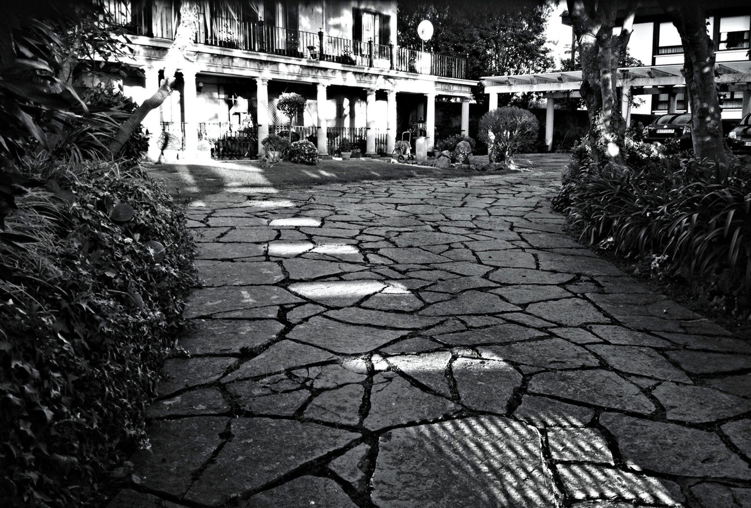 TheMinimals (less Edit Juxt Photography) AMPt_community NEM Black&white Youmobile