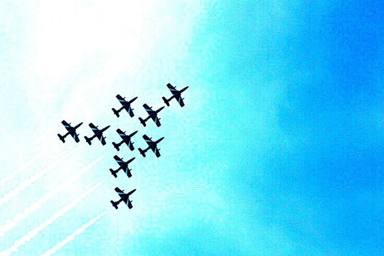 Airshow in Gothenburg, Sweden. Tricolor Enjoying The Sights Photooftheday Popular Photos I Love My City MADE IN SWEDEN Gothenburg Showtime Airport Catching A Show Airplanes AirPlane ✈ Airplaneview Selfmade Outdoor Photography Love To Take Photos ❤ Made By Me ForTheLoveOfPhotography