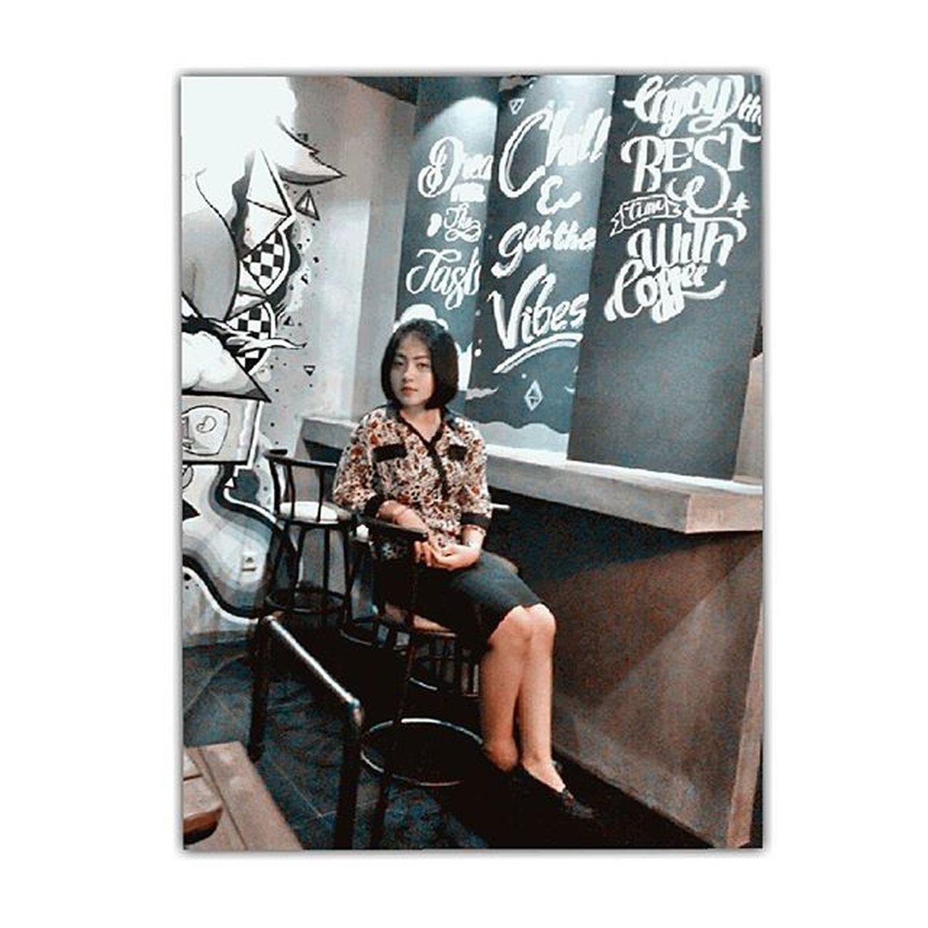 Tambah lemu tambah bunder tambah subur . Wenesdaynight Instagram Instapic Widyahanggra Milkshake Coffee Girl Photooftheday Nightout Simple Diloncoffeeeatery Stylist Meetup Cece Sista Bobhaircut Like4like Likforfollow