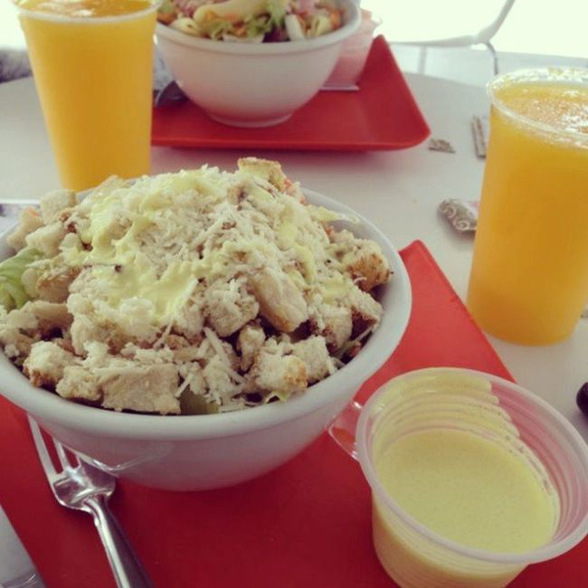 Almoçando com @camila_cotta Geraçãosaúde Salada Almoço . Bocadoforno delis
