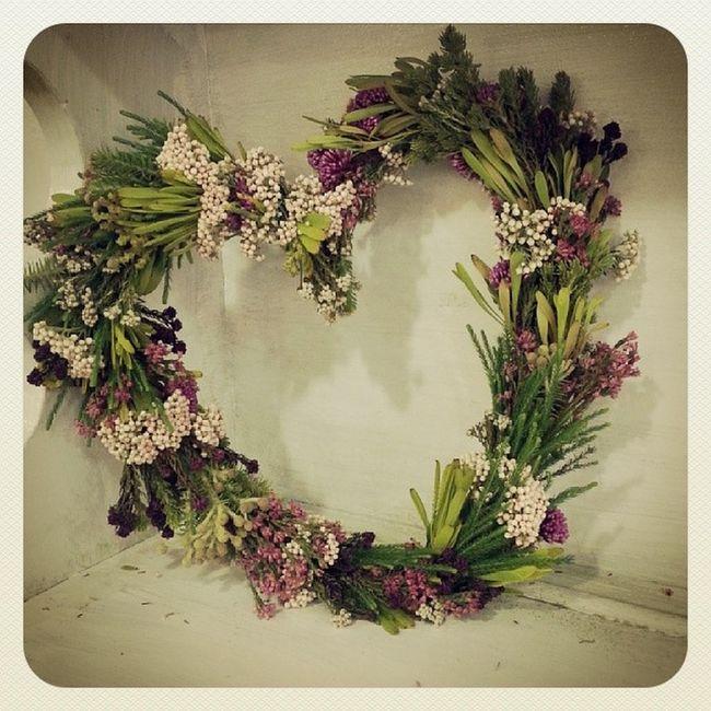 Corazon de flores para una comunión. Flores Aleafloristerias Vigo Comunion Primeracomunion