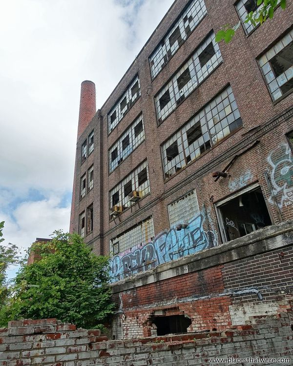 The abandoned factory looms near. http://www.placesthatwere.com/2017/11/victoreen-instrument-company.html Abandoned Factory Cleveland Ohio Abandonedplaces Abandonedfactory Abandonedbuilding Urbex Urbanexploration Decay Brick Abandonedohio Urbandecay Rustbelt Abandonedbeauty Creepy Eerie Windows Graffiti Door Architecture Building Exterior Low Angle View Built Structure Sky Skyscraper Day