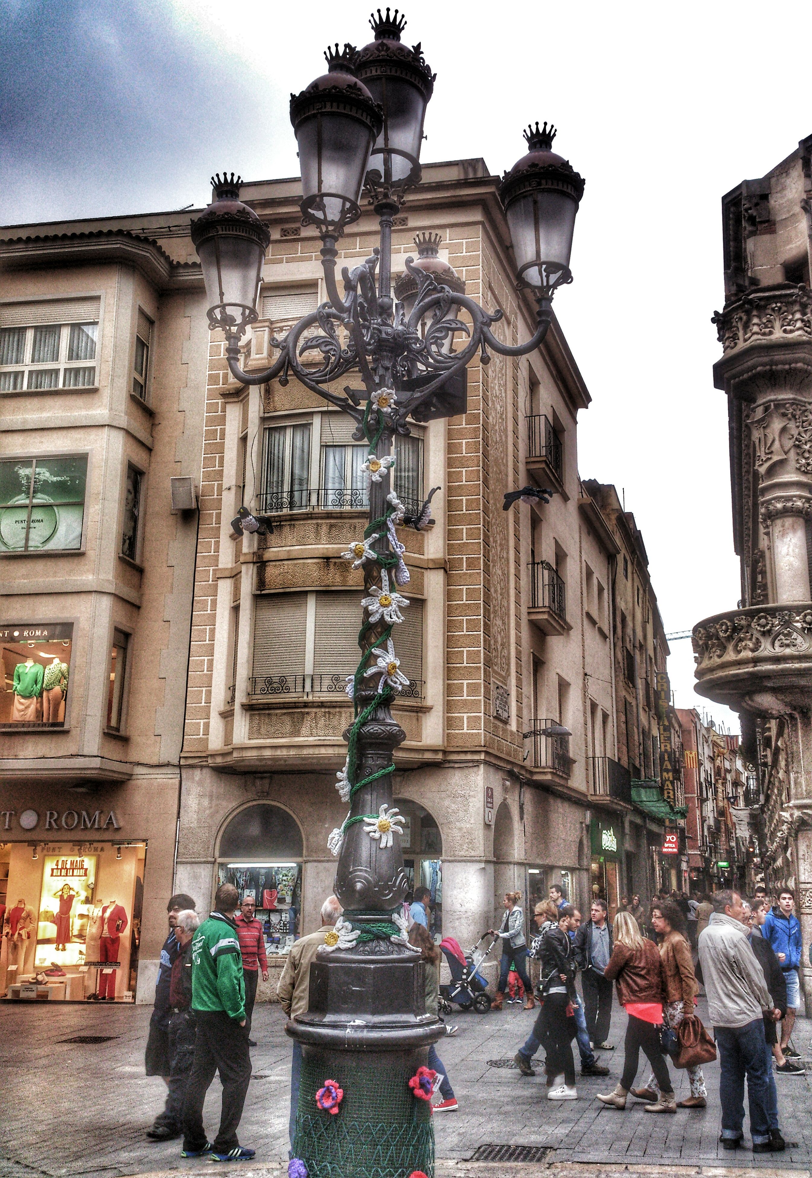 architecture, built structure, building exterior, large group of people, men, person, lifestyles, leisure activity, city, human representation, city life, statue, mixed age range, walking, street, art and craft, tourist, sculpture, sky