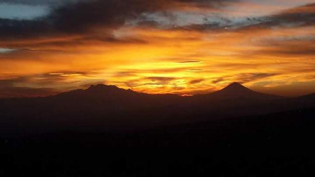 Nubesdetuciudad Cielo Y Nubes  First Eyeem Photo Amarillo Cielo Cielo Rojo Cielos De México Montaña Roja Montanas Ciudad De México Ciudades Del Mundo