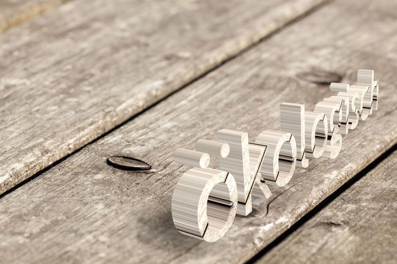 Holzmaserung mit Ästen - witterungsbeständige Holzoberfläche eines Gartentisches Brett Close-up Detail Hintergundtextur Holz Metal Naturmaterialien Natürlich Natürliche Materialien Old Plank Rusty Struktur Textured  Wetterfest Wood Wood - Material Wooden ökologisch