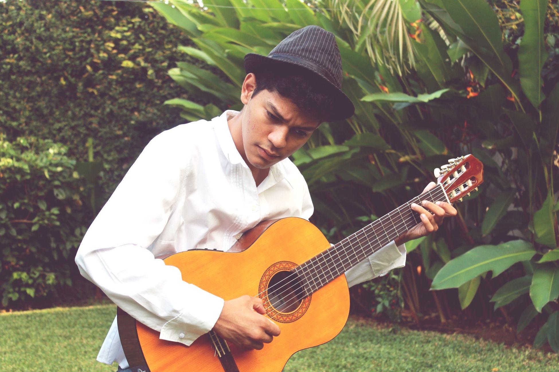Acoustic Guitar Green Leaves That's Me Flamenco FlamencoLover Credits: Benjamln Aviles 🎸🎶