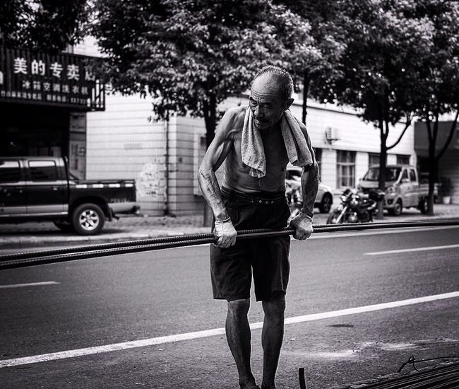 summer Blackandwhite Leicam HuBei Streetphotography Taking Photos Capture The Moment Man Working Summer Oldman