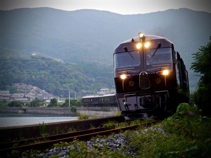 Reedit : kikitsu-Okusa-Nagayo Nagasaki Line, JR Kyushu ( Kyushu railway company ) GX1+ LUMIX G VARIO 14-45/F3.5-5.6 90mm F/5.6 Aperture priorty AE. Photos(iMac) edit de Good evening CRUISE TRAIN / SEVEN STARS IN KYUSHU (NANATSU-BOSHI) Curves And Lines Evening Glow Landscape Luxury Train Railroad Track Retro Styled SEA SIDE LINER ななつ星 Japan Scenery Nagasaki JAPAN