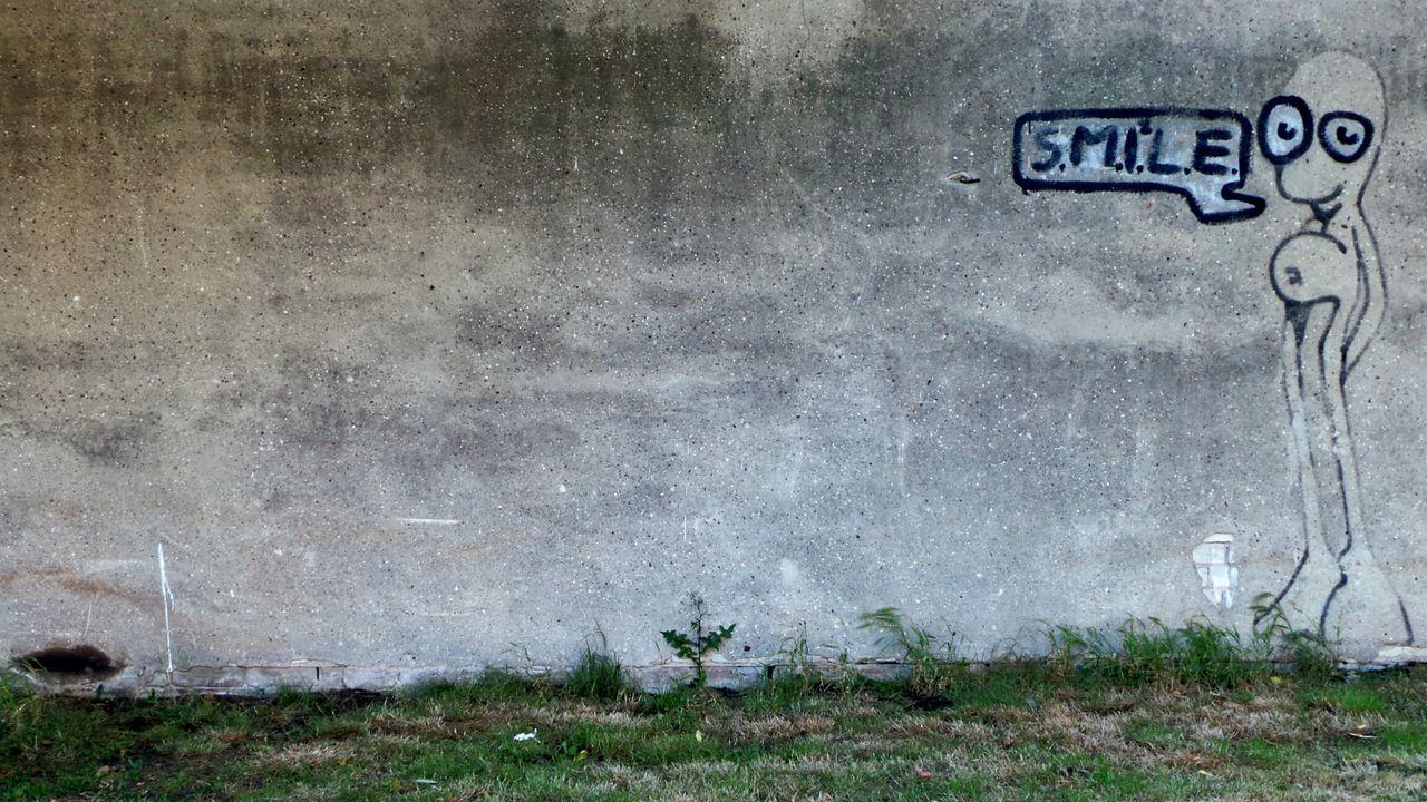:) - Enjoying Life Keep Smiling Taking Photos Walking Around Getting Inspired Urban Exploration Streetphotography Street Art Wallporn The Street Photographer - 2015 EyeEm Awards