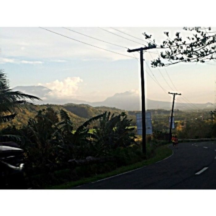 Day 38: This view My life's pretty repetitive and I sometimes get tired of my everyday routine BUT this view, I will never get tired of. I occasionally stop to gaze at this beauty. My camera doesn't do it any justice btw. 100happydays Uphill Caliraya View itsmorefuninthephilippines