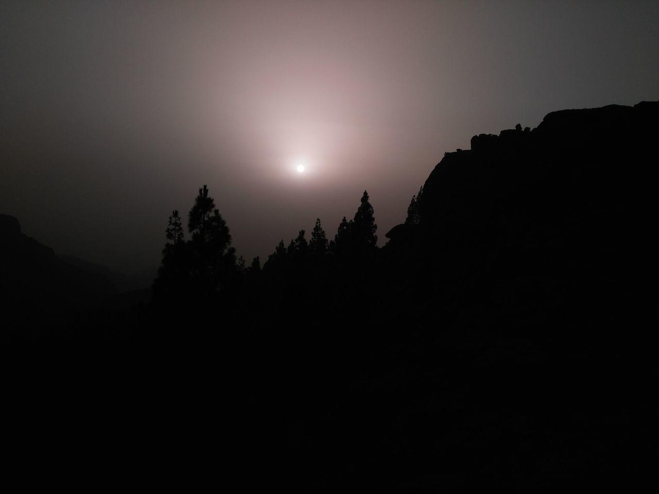 Night Moon Silhouette Astronomy Sky No People Star - Space Nature Outdoors Tree Space Figuras En Roca Calima Gran Canaria Nature Perfiles De Montañas Puesta De Sol.... Alturas Tejeda Rural Scene