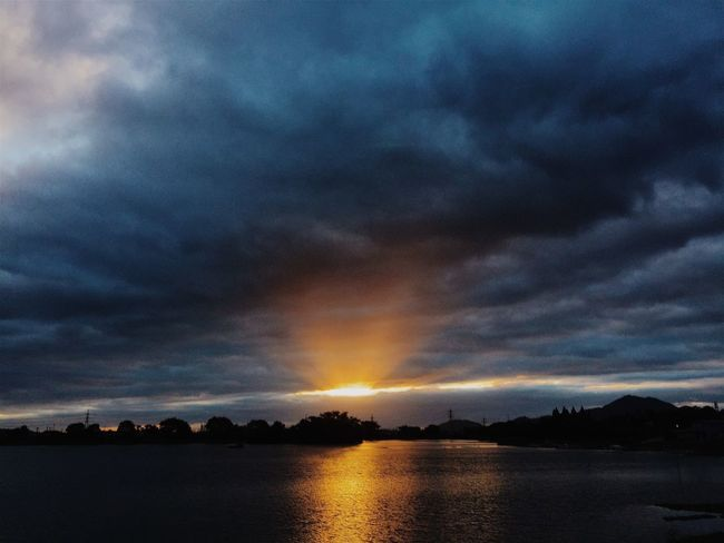Sunset Cloud Reflection Scenics Beauty In Nature Sky Sunbeam Eyem Best Shots Nature Streetphotography Mobilephotography