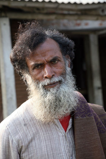 Portrait of a day laborer January 14, 2009 in Kumrokhali, West Bengal, India. Adult ASIA Face HEAD Headshot Hindu India Kumrokhali Laborer Look Looking At Camera Male Men One Person Person Poor  Portrait Poverty Rural Street Village West Bengal Work Working
