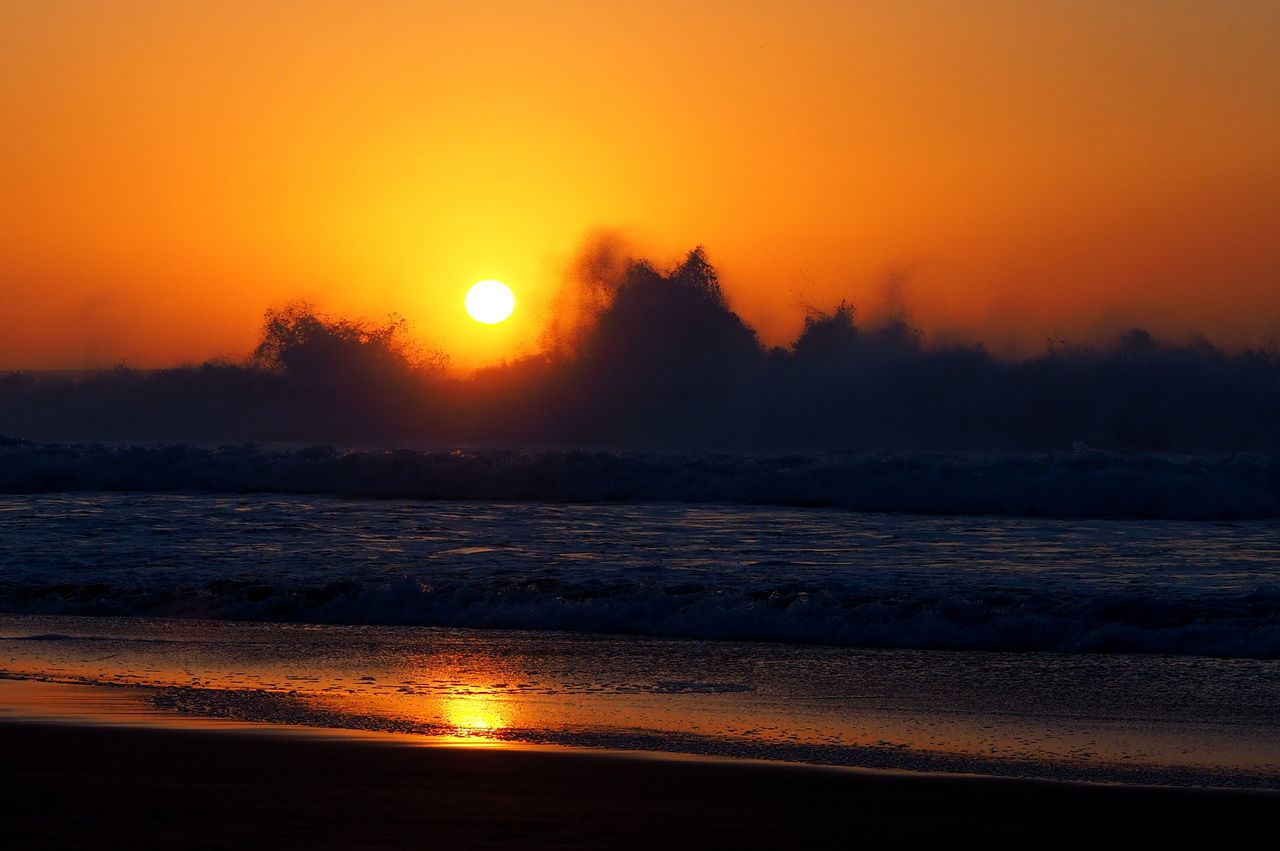 sunset, sun, orange color, beauty in nature, scenics, nature, sea, tranquil scene, moon, tranquility, sky, idyllic, no people, water, outdoors, sunlight, horizon over water