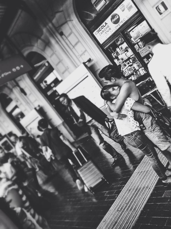 TurnUpTheLove People Streetphoto_bw The Human Condition Everyday Lives Authentic Moments Monochrome Love Is In The Air