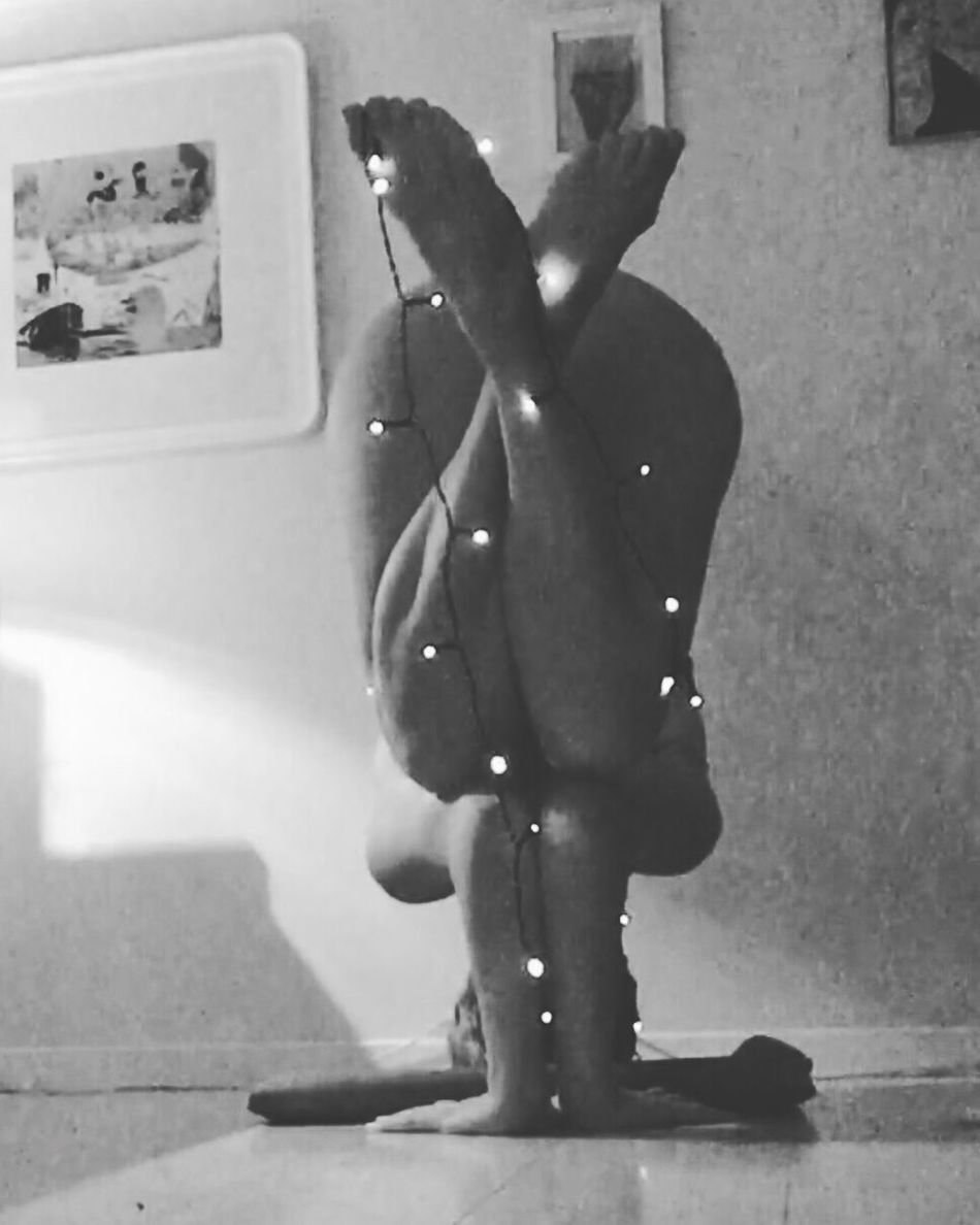 Tripod stand with christmas feeling 🎄⭐️🕉🎄⭐️#lovelife #intesomallaandra #beyourself #tripodstand #art #blackandwhite #yogini #rawbeauty #yogalove #yogainspiration #yoga #yogaeverydamnday #practiceandalliscoming #yogaforlife Self Portrait Yoga Yogaeverydamnday Practiceandalliscoming Yogainspiration Sweden Yoga Pose Raw Beauty Blackandwhite