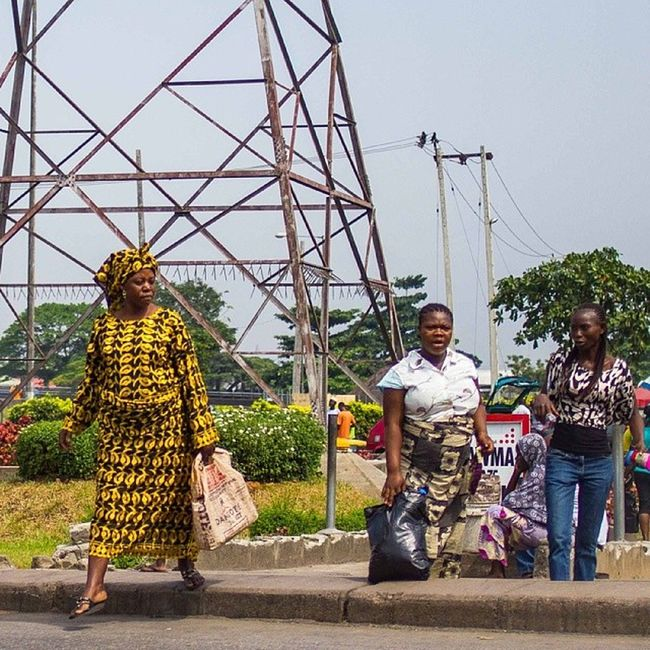 Women in Lagos are equal participant in the LagosHustle . It is quite amazing how empowered women in Nigeria are! Africa africanwomen nigerianwomen streetphotography snapitoga