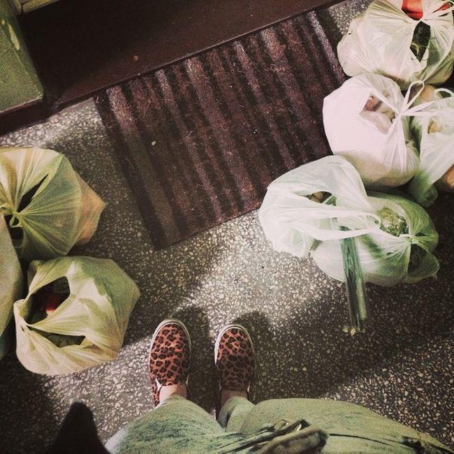 Parents No Love Me Shooping Food Work Hard Fruit Vegetable Healthy Yee Shoes Open Door Strong Girl Kate 💪🏼🌽🍏
