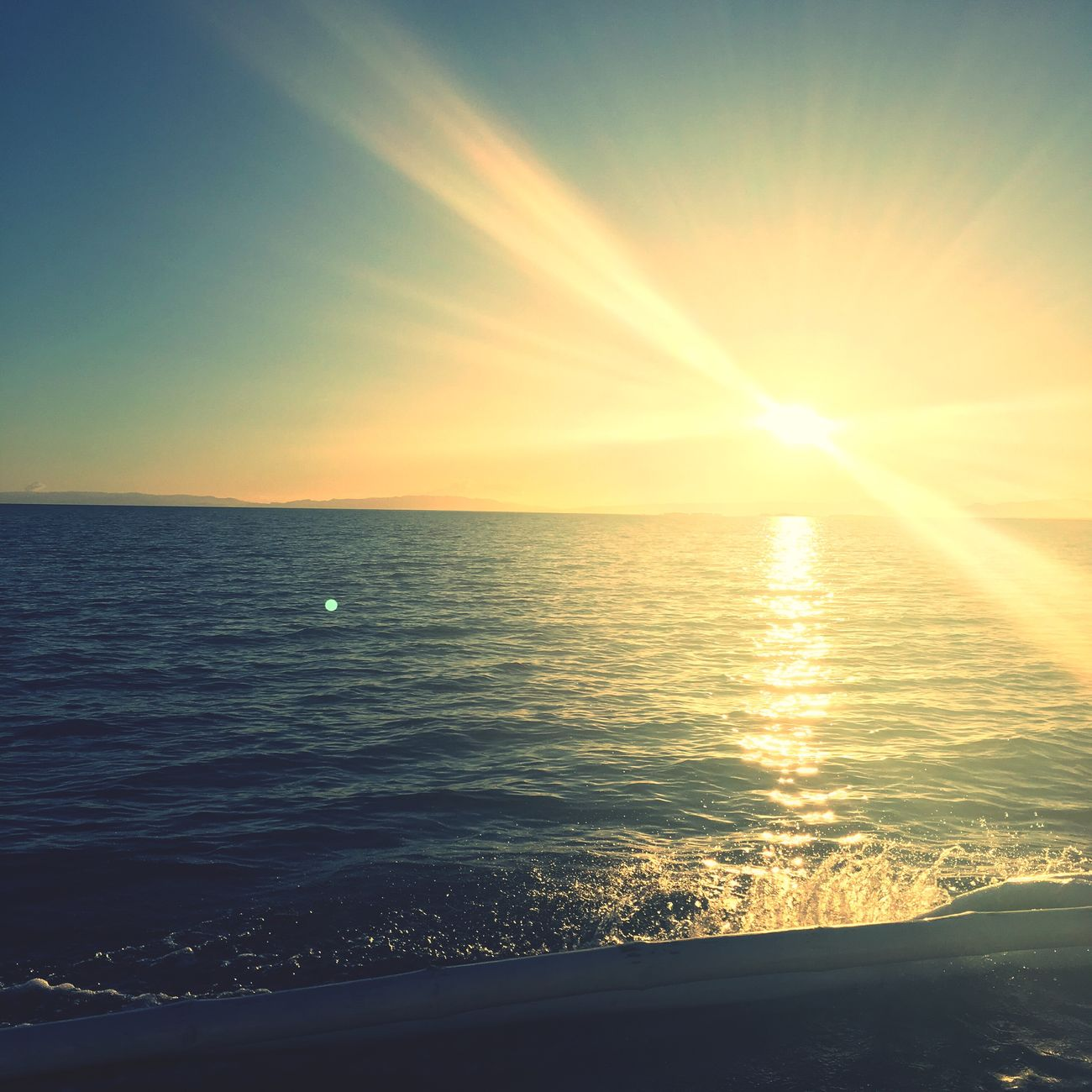 Chasing sunsets.. ⛅️🌊 Relaxing Enjoying Life