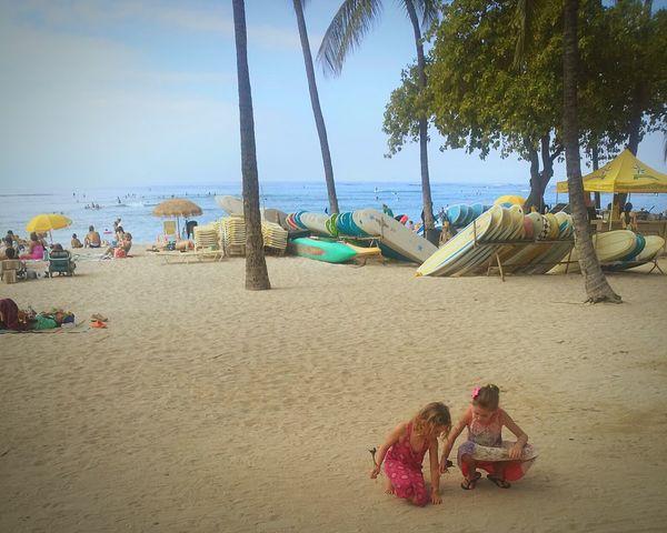 ハワイ ホノルル Waikiki Beach 海 砂遊び 日常