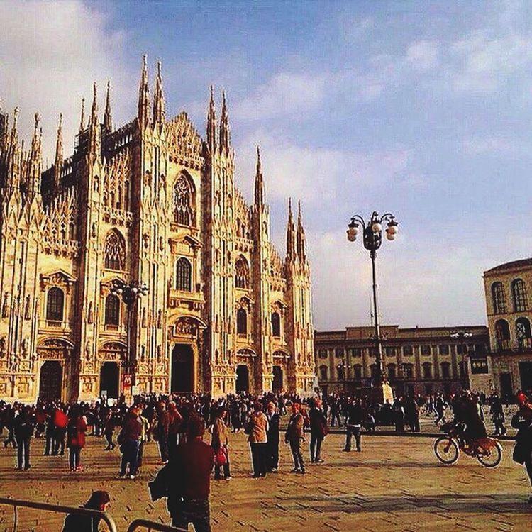 Hi! Hello World Shopping Duomo Milano Italia Италия милан
