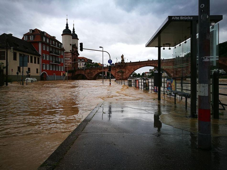 Deutschland Heidelberg Neckar Elvira  Flut Flood Überflutet überflutung Sturm Rain Wolken Himmel Old Bridge