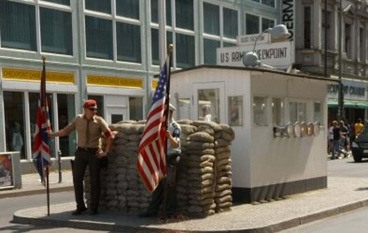 Checkpoint Charlie. 2009. 📷 Berlin Checkpoint Checkpoint Charlie  Checkpoint Charlie Berlin  Checkpoint Charlie, Checkpointcharlie Deutschland Flag Germany Historic Historical Historical Place Historical Places Historical Site History History Place United States United States Of America United States Of America USA USA Rda Rfa Pastel Power