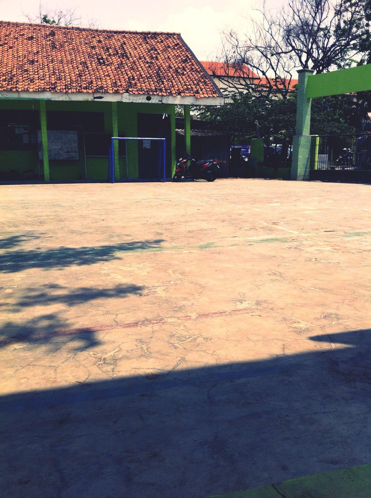 Di Lapangan ini saya pertama kali di ajari Pbb