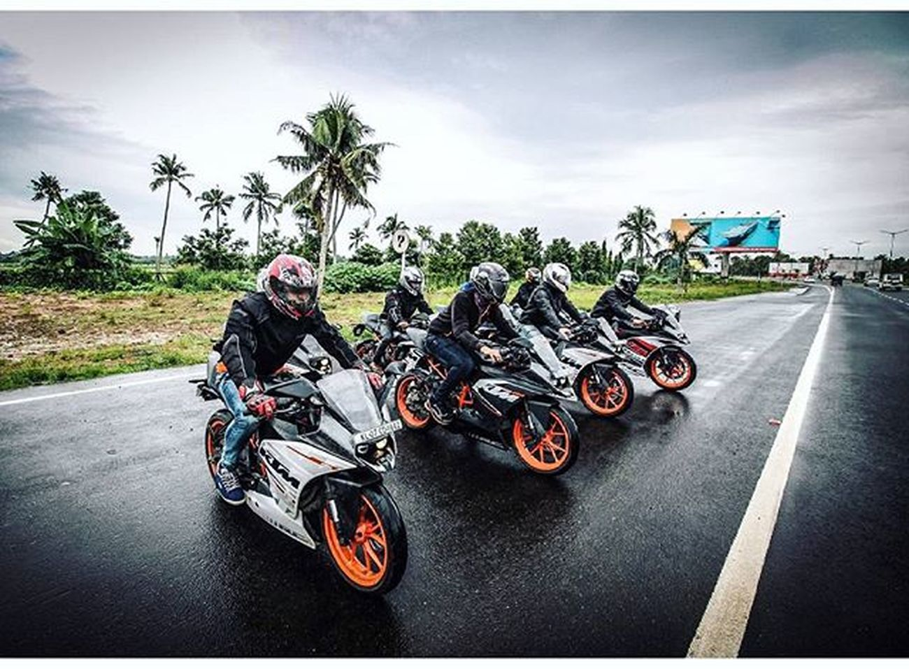 TogeTher We Ride 🏁😍😉😘 RcReiTers😍😘😎 Ktmworld Ktmclub KTMRacing Ktm Baby Bigboystoy Ktmrc390 Ktmrc200 DUKE  Street Race Travel Bikeswithoutlimits Bikestagram SportBikeLife Sportbikeaddicts 😍😙😘😉😊