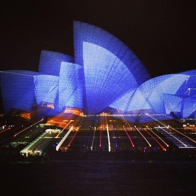 Sydney Opera House Newsouthwales @VividSydney Ilovesydney @VisitNSW sydney.com @sydney_sider Ilovesydney Visit @NSWtips Ilovesydney NSW Vividsydney /vividsydney @vividsydney Newsouthwales Vividsydney @sydney Newsouthwales Australia Travel Instagood Amazing_australia Art Light Festivaloflights Sidney Streetphotography Architecture Travel Photography Urbanphotography Operahouse