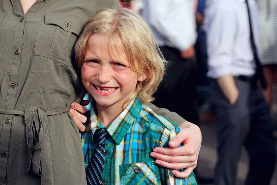 Beautiful stock photos of abschluss, 6-7 Years, Arm Around, Blond Hair, Bonding
