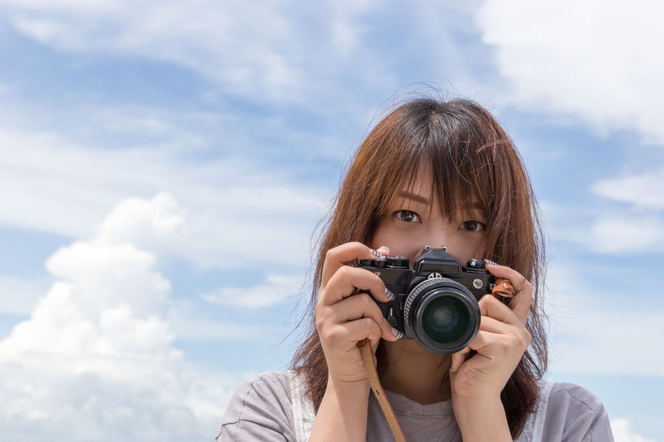 Beautiful stock photos of augen, 30-34 Years, Asian And Indian Ethnicities, Brown Hair, Camera - Photographic Equipment