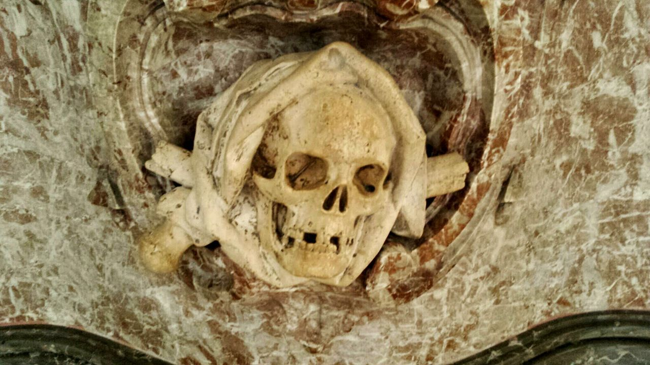 💀 🇩🇪 Skull Skulls And Bones Cathedral Augsburgcity Close-up No People Wintertime Gernany