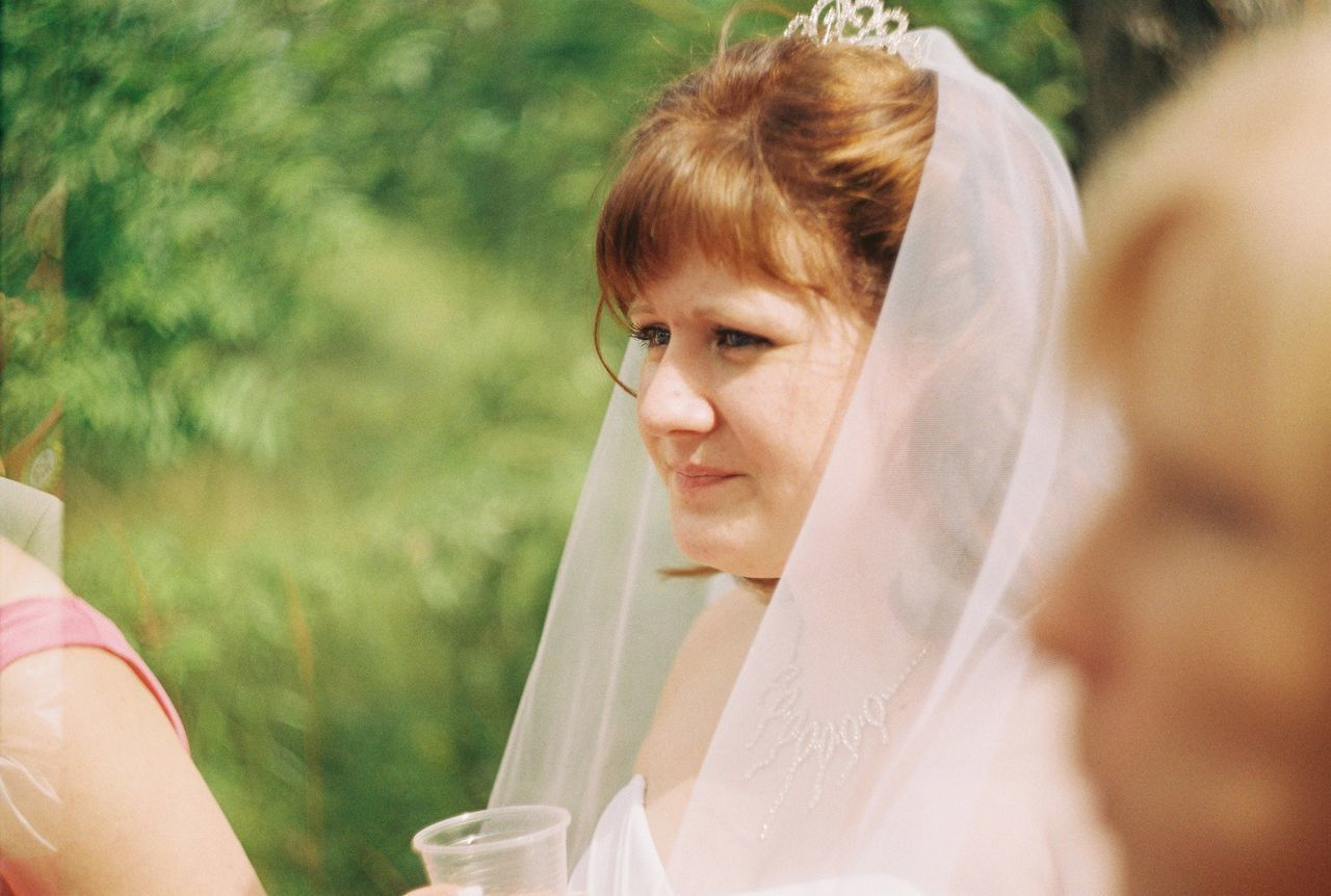 wedding, bride, real people, one person, outdoors, day, women, wedding dress, young adult, young women, human hand, close-up, people, adult