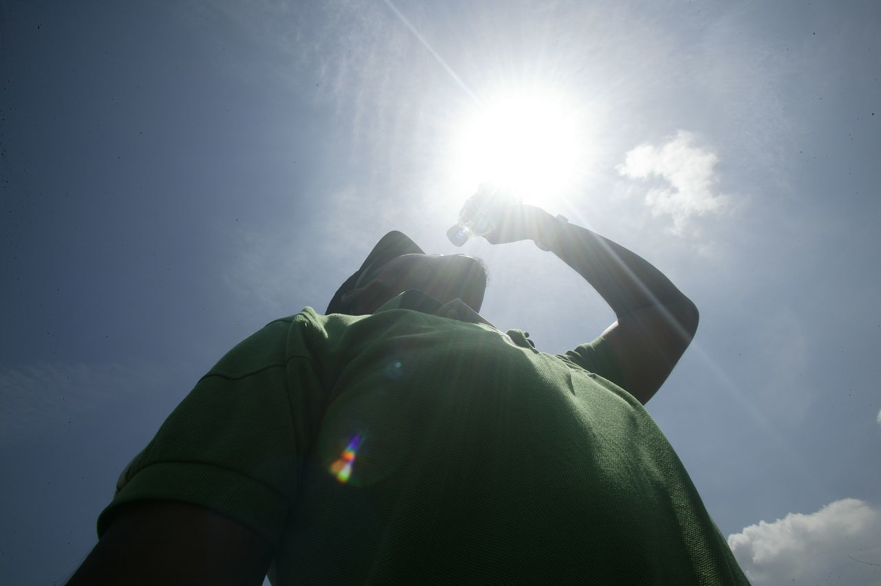 Lens Flare Only Men Back Lit Adults Only One Man Only One Person Sunlight Mature Adult Adult Men People Silhouette Outdoors Sky Day Sun Human Body Part Physical Activity Lensculture Asiapictures Humaninterest Dailylife Summertime Sunnyday Sunlight