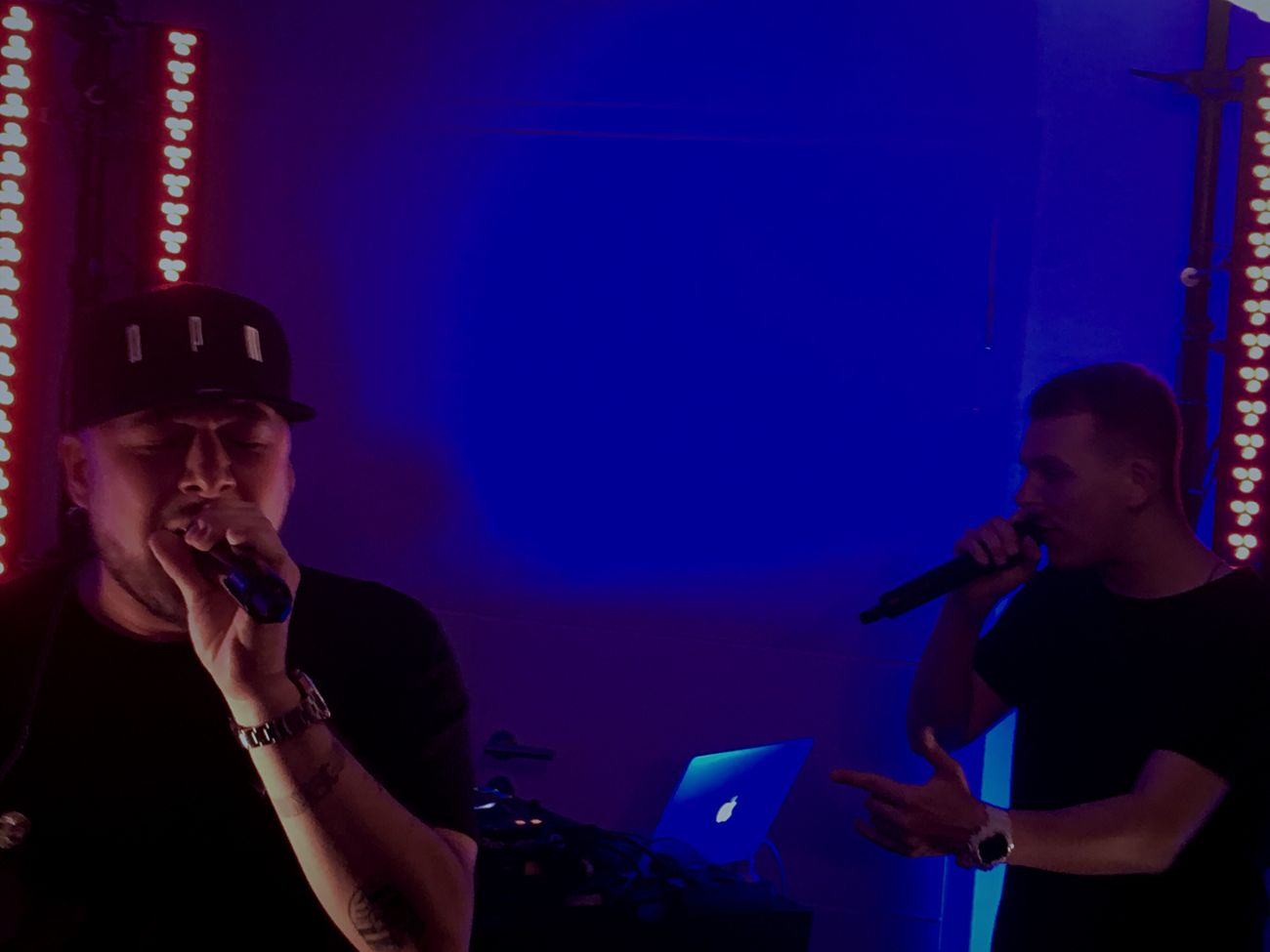"King of Rap - Kool Savas - Live in a small secret location near the Reeperbahn  / Hamburg . Vevo presented the King of Rap who performed new tracks from "" Essahdamus "" for his biggest fans! Laas Unlimited as his backup. The whole video and behind the scenes from the concert is now on YouTube [ Backspin ] or on vevo.de 