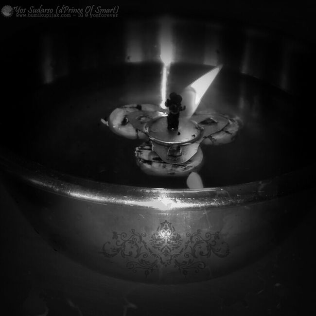 """LIFE IS NEVER FLAT. """"There is a candle in your heart, ready to be kindled. There is a void in your soul, ready to be filled."""" ~Rumi. FullColor in IG: @yosforever EyeEmBestPics Blackandwhite Todaymotivation Light And Shadow"""