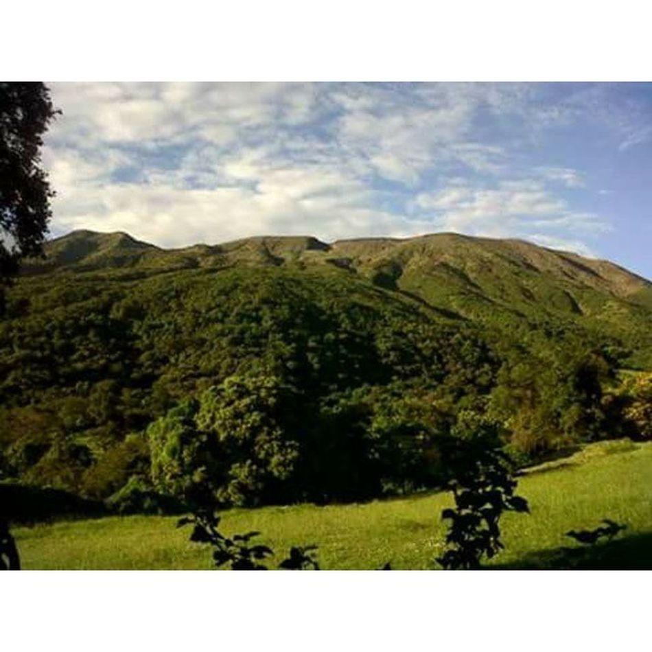 Y de aquellos viajes de la iglesia, solo recuerdos quedan LaNaturalezaNoNecesitaFiltros ElSalvador  Ilamatepec Volcán Sanblas LasBrumas 🗻🌄