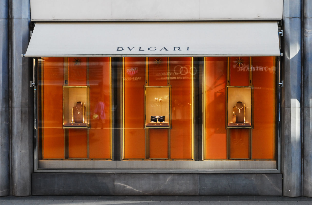 No People Outdoors Architecture Day Orange Color Grey Kontrast Three Monkeys Streetphotography Nikond200 Nikonphotography Bvlgari Bvlgari Jewelry EyeEmNewHere