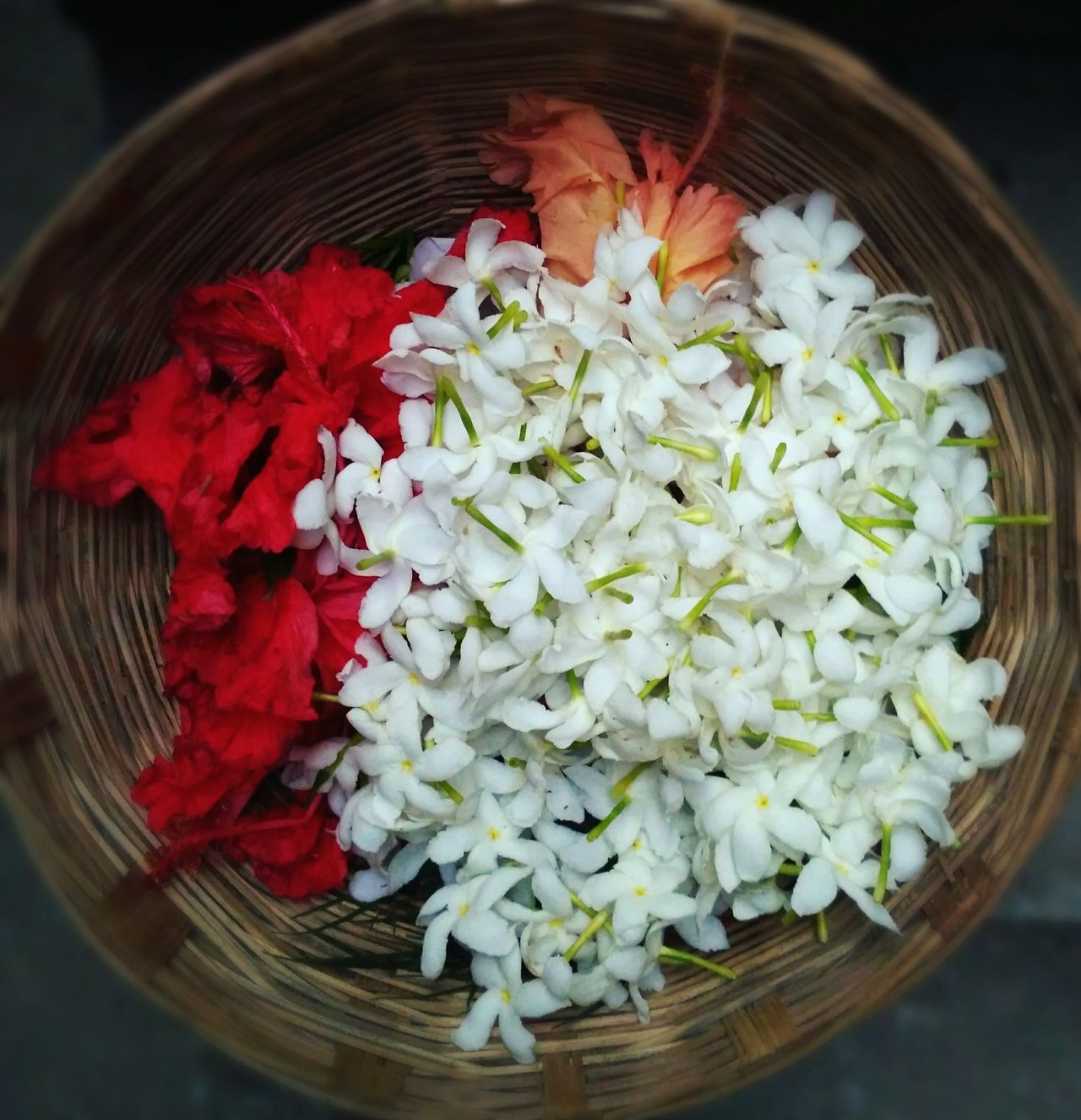 A collection of Red and White flowers in a round bamboo made basket.Maximum Closeness Circle Flower Flower Bucket Red Red Flower White White Flowers Bamboodesign Flower Head Close-up Vibrant Color light and reflection Day Perfect Fresh On Eyeem  Perfect Symmetry
